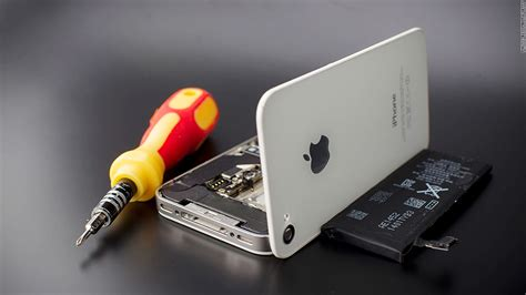 Apple recalls iPhone 5's for battery woes