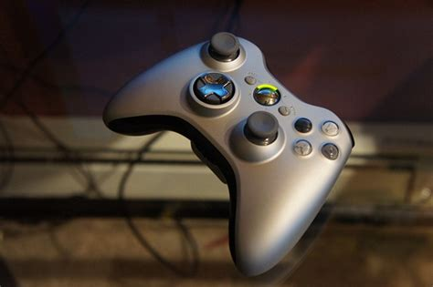 The New Xbox 360 Wireless Controller Showcased on the